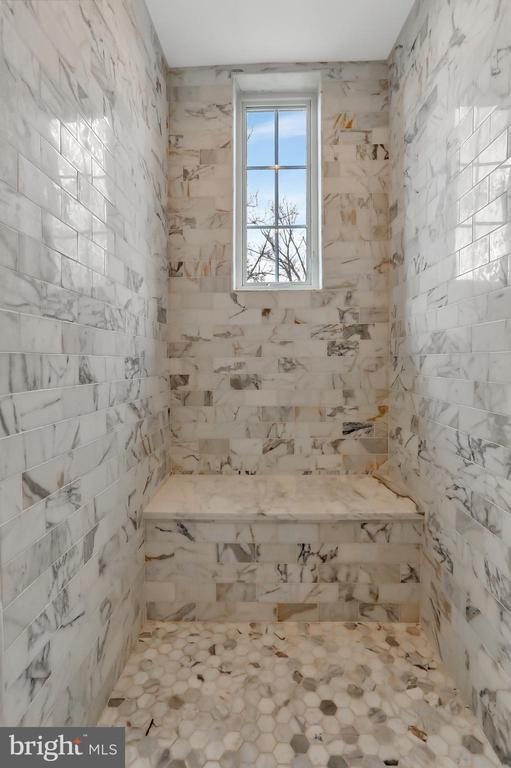 Marble Shower with Bench & - 20131 DAIRY LN, STERLING
