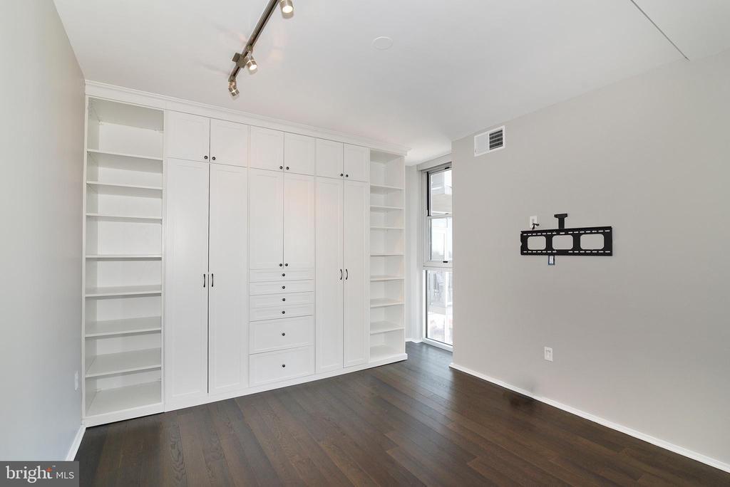 Bedroom 2 w/ California Closets Wardrobe - 3409 WILSON BLVD #611, ARLINGTON