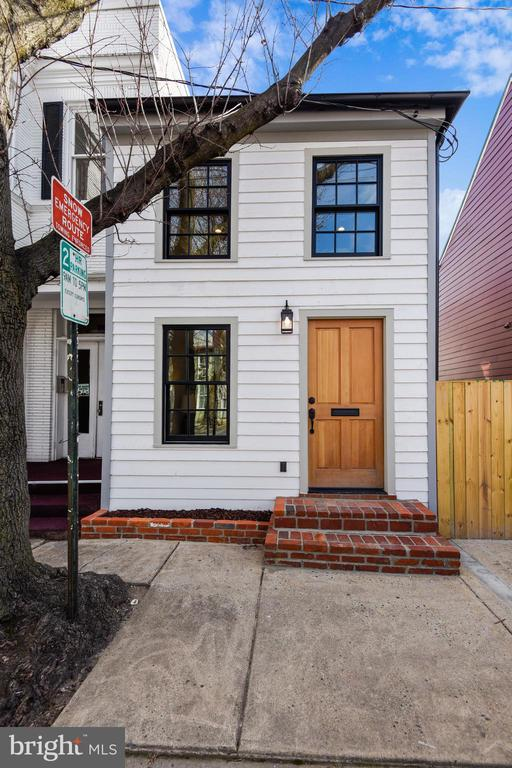 Original 1840 Home Section Was Preserved - 309 N PATRICK ST, ALEXANDRIA