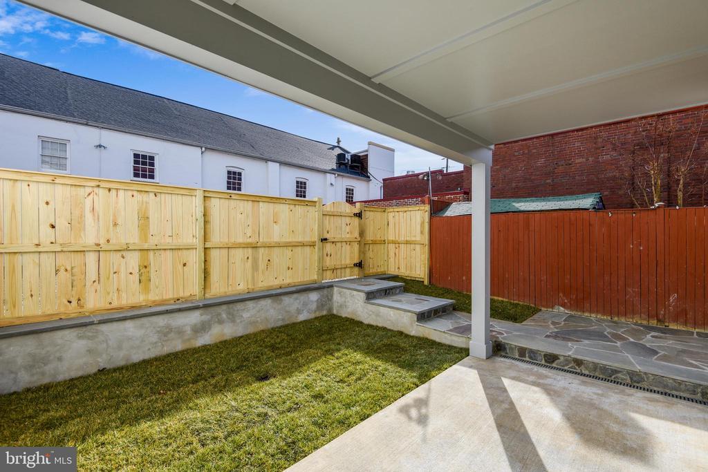 Private Backyard & Patio - 309 N PATRICK ST, ALEXANDRIA