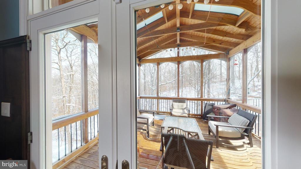 Screened in porch - 206 GREENHOW CT SE, LEESBURG