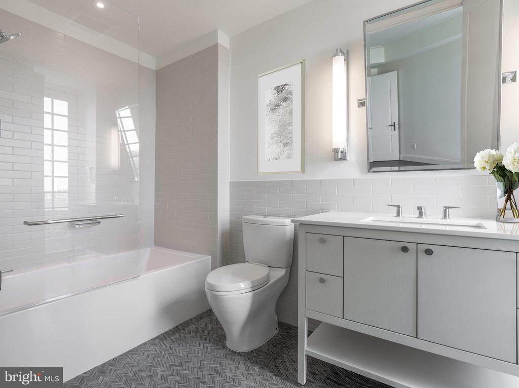 Guest en-suite bathroom - 2660 CONNECTICUT AVE NW #PH-D, WASHINGTON