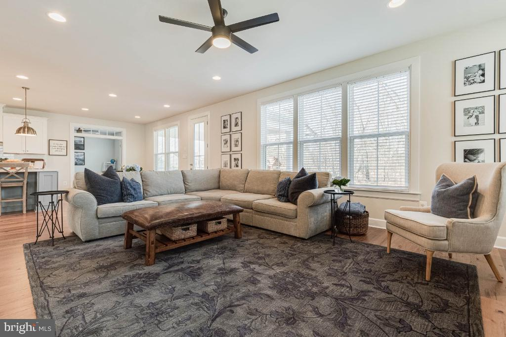 Tons of Natural Light in the Family Room - 23581 AMESFIELD PL, ALDIE