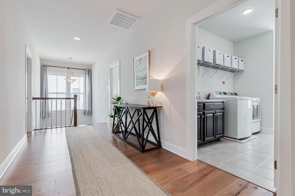 Open Upper Hallway w/ Engineered Hardwood - 23581 AMESFIELD PL, ALDIE