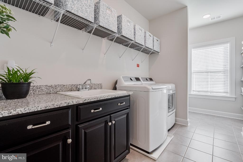 Great Upper Laundry Room w/ Cabinets & Shelving - 23581 AMESFIELD PL, ALDIE