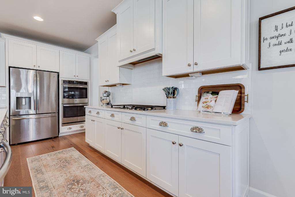 Upgraded Cabinets - 23581 AMESFIELD PL, ALDIE