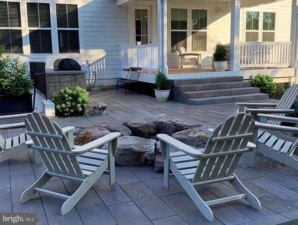 Relax by the Firepit - 23581 AMESFIELD PL, ALDIE
