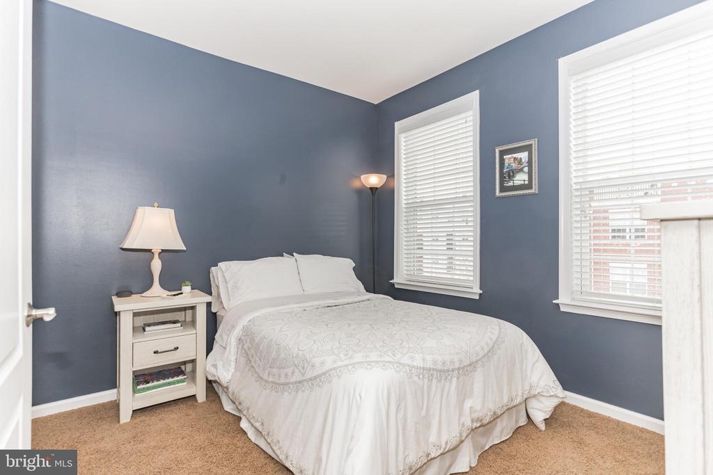 Den /opt 4th bedroom (no closet) Perfect 4 guests! - 22702 VERDE GATE TER, ASHBURN