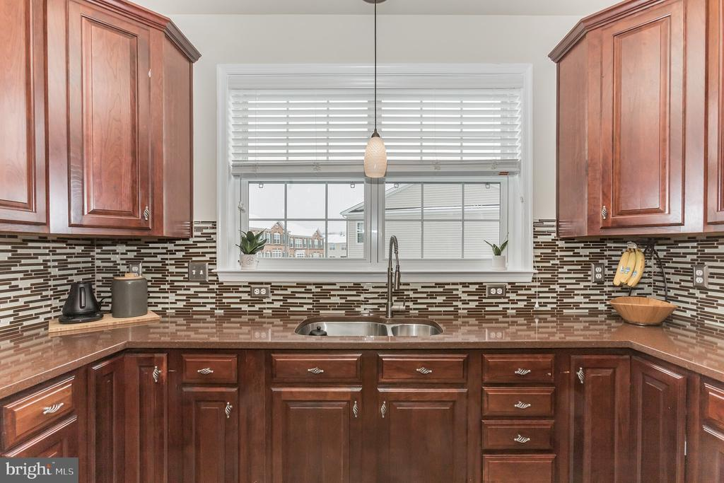Upgraded corian counters and so much work space - 22702 VERDE GATE TER, ASHBURN