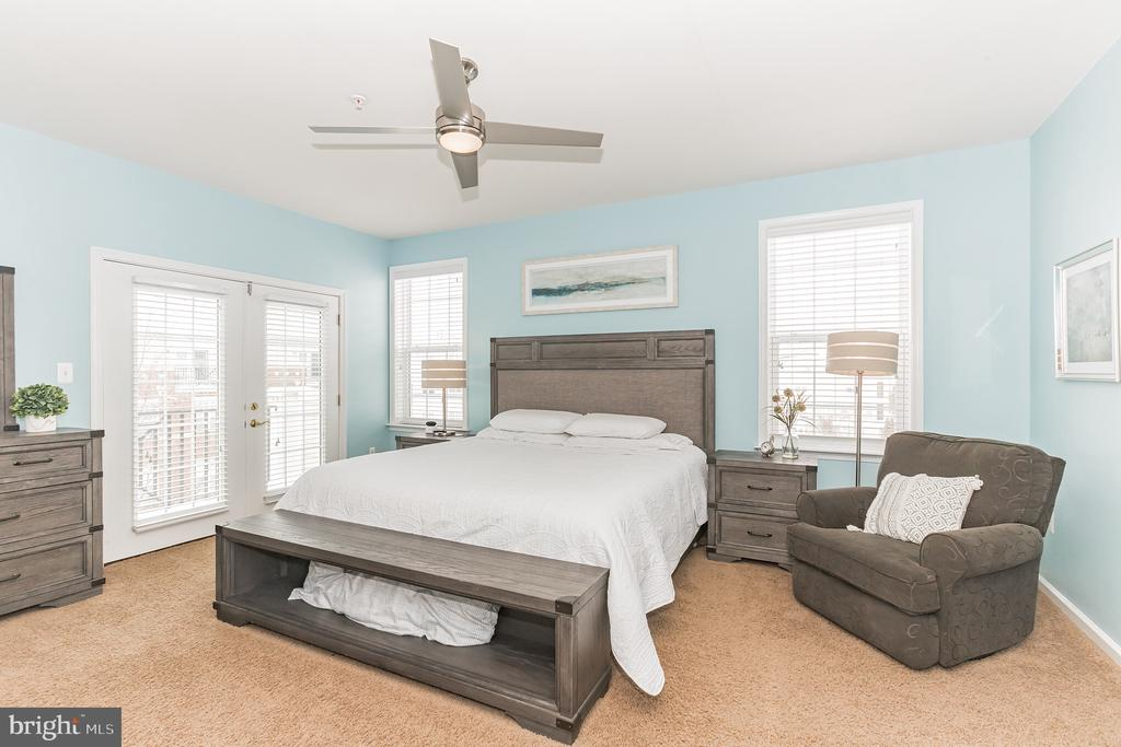 What a beautiful spot - and spacious - 17 X 14 - 22702 VERDE GATE TER, ASHBURN