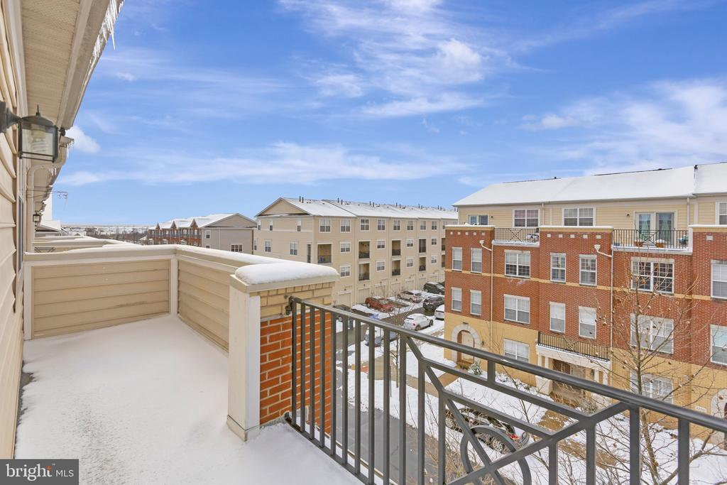 Who doesn't want a rooftop balcony?  Wow!! - 22702 VERDE GATE TER, ASHBURN