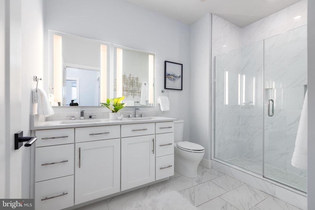 Primary bathroom - 1411 KEY BLVD #211, ARLINGTON