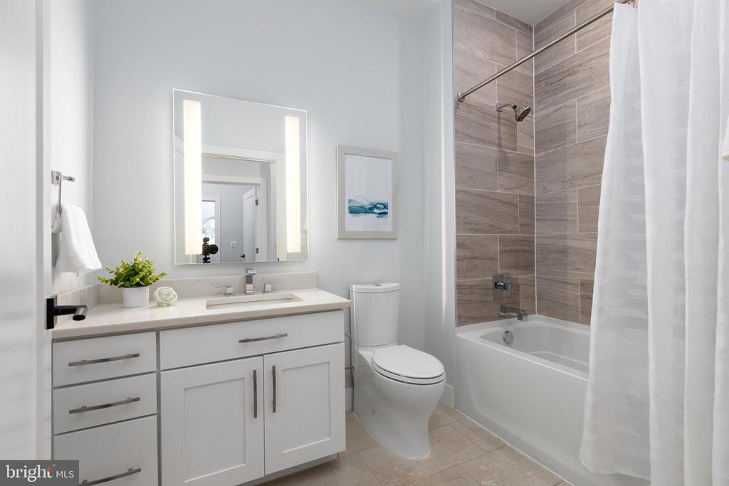 2nd bathroom - 1411 KEY BLVD #211, ARLINGTON