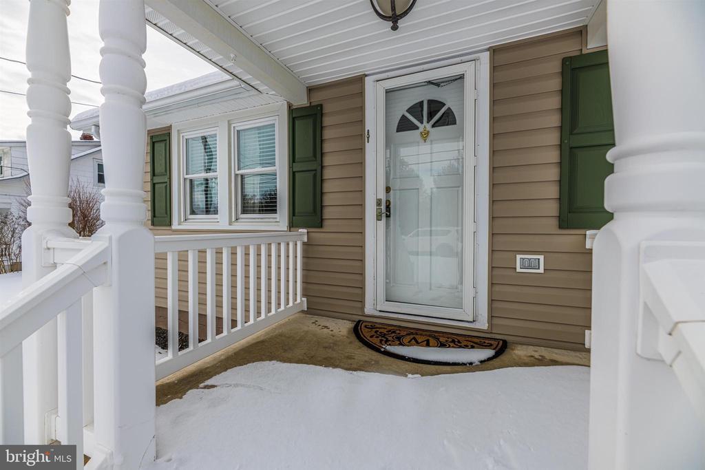 Front Porch - 12216 AUBURN RD, THURMONT