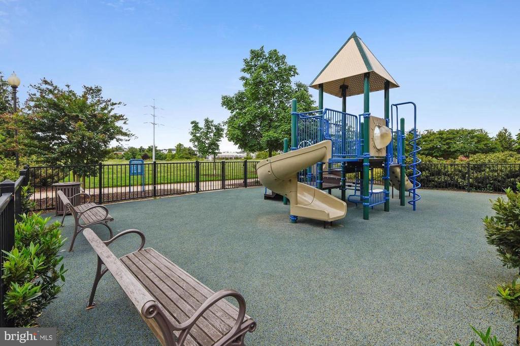 Playground - 3650 S GLEBE RD #267, ARLINGTON