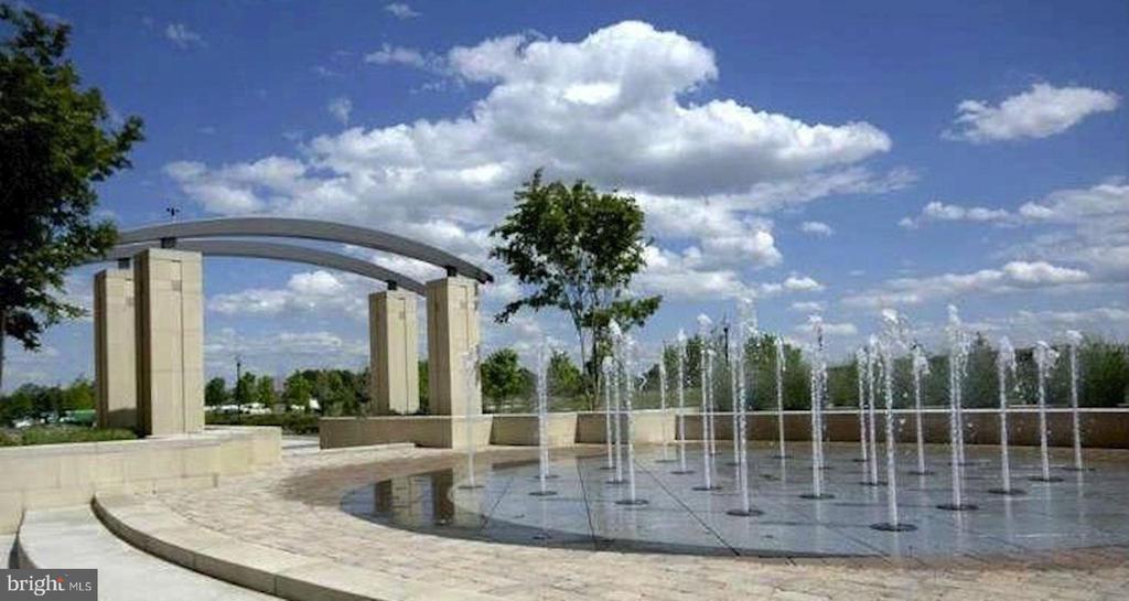 Fountain - 3650 S GLEBE RD #267, ARLINGTON