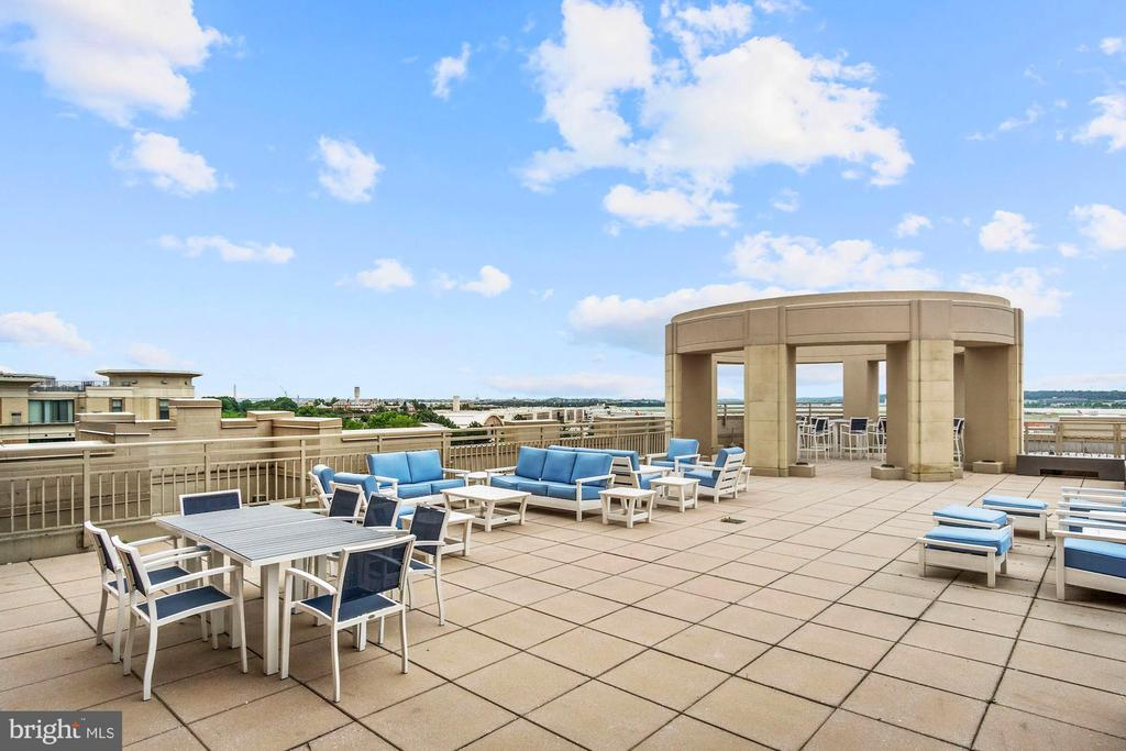 Community Roof Terrace - 3650 S GLEBE RD #267, ARLINGTON