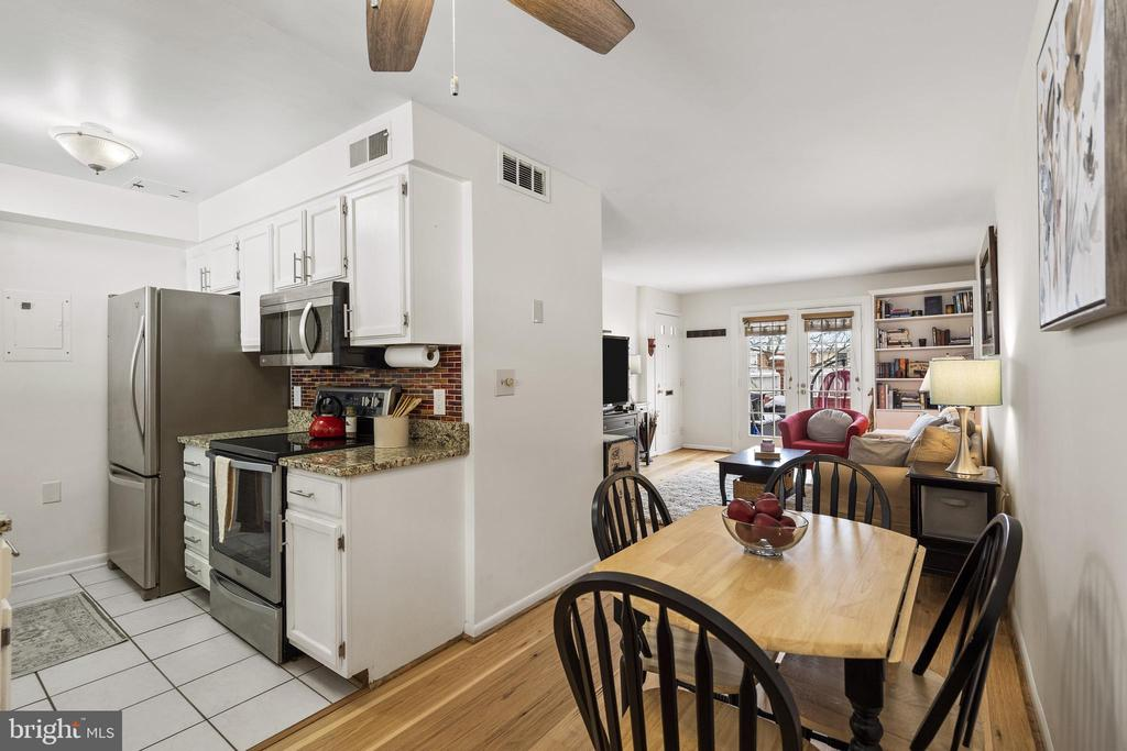 Updated kitchen w/white cabinets - 4616 28TH RD S #A, ARLINGTON