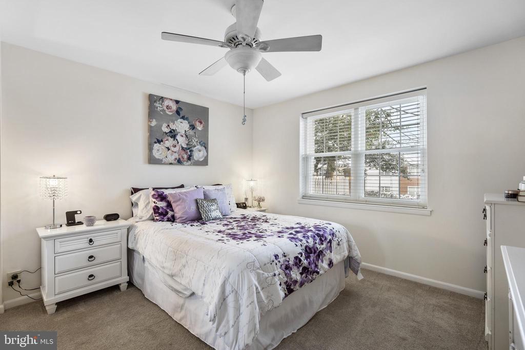 Light-filled main bedroom - 4616 28TH RD S #A, ARLINGTON