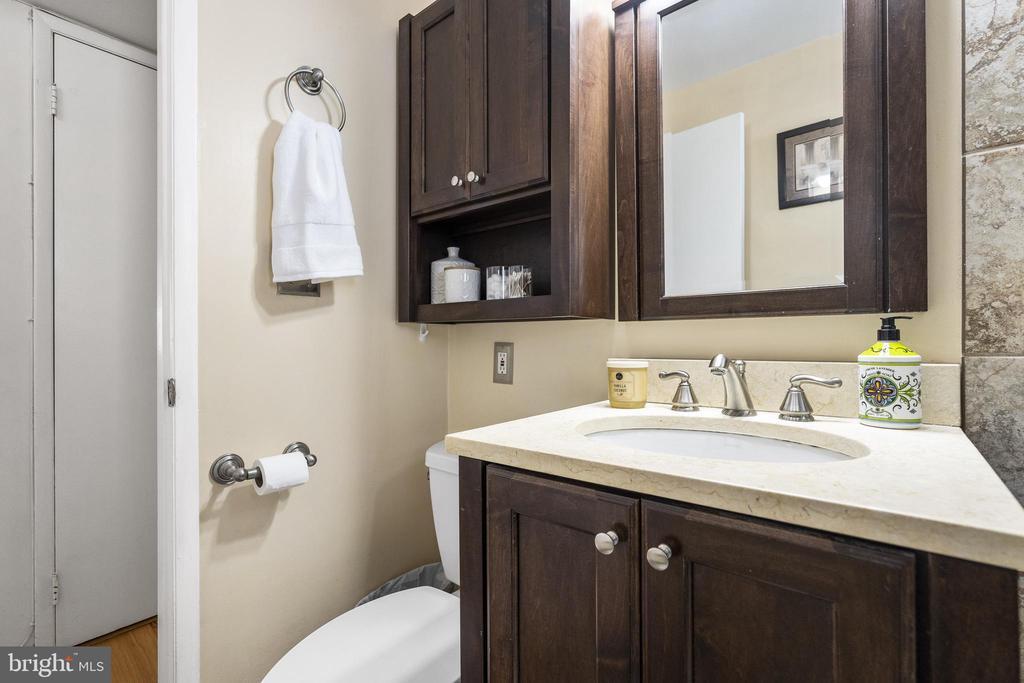 Nice sized vanity & plenty of storage - 4616 28TH RD S #A, ARLINGTON