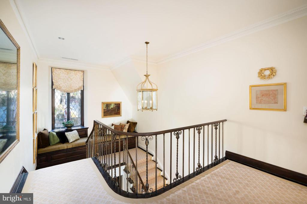 First Upper Level - Staircase Landing - 2860 WOODLAND DR NW, WASHINGTON