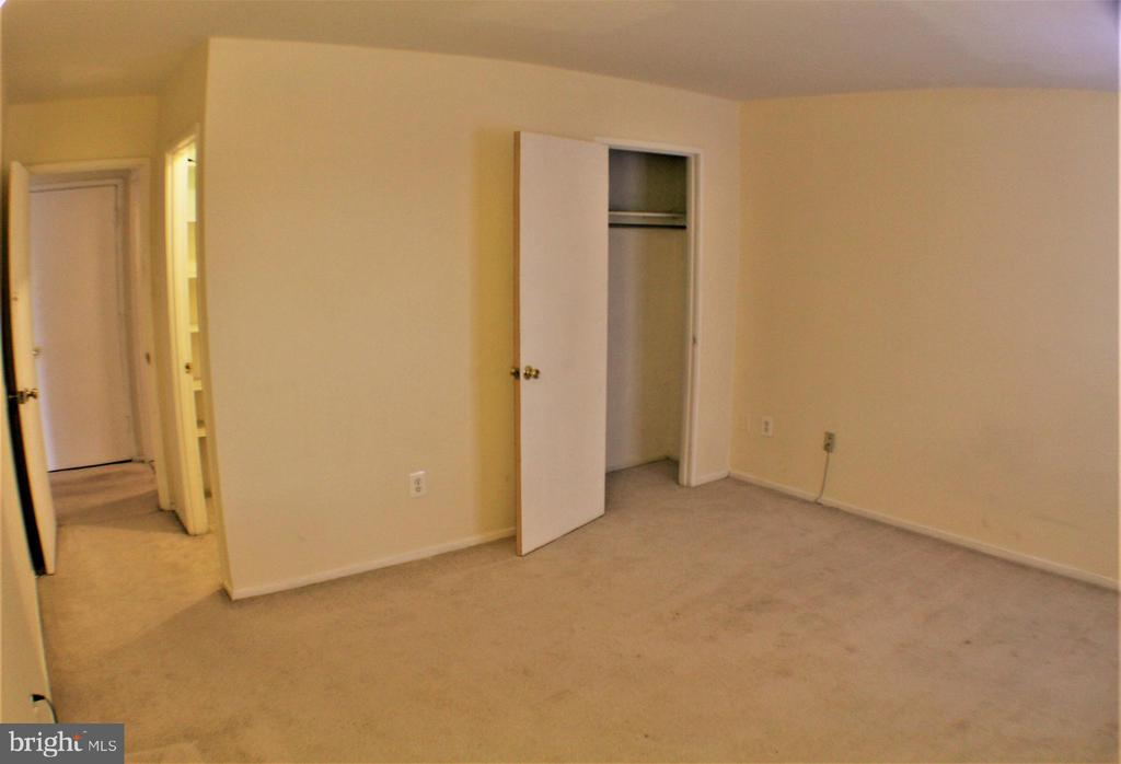 BEDROOM - 509 FLORIDA AVE #204, HERNDON