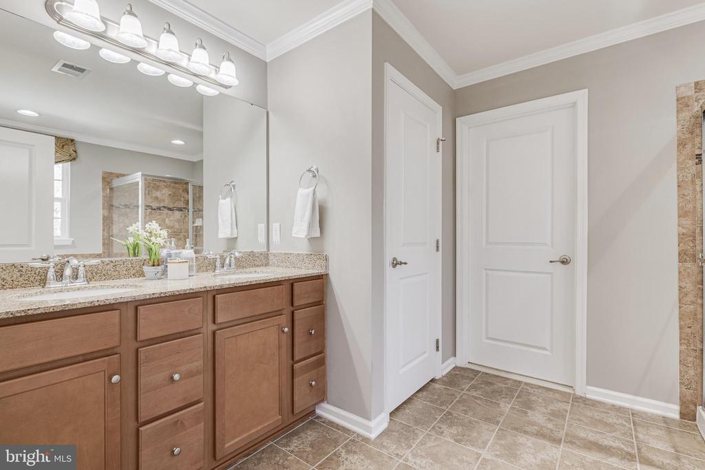Primary Bath has Dual Sinks - 8353 LONGFIELDS LN, ALEXANDRIA