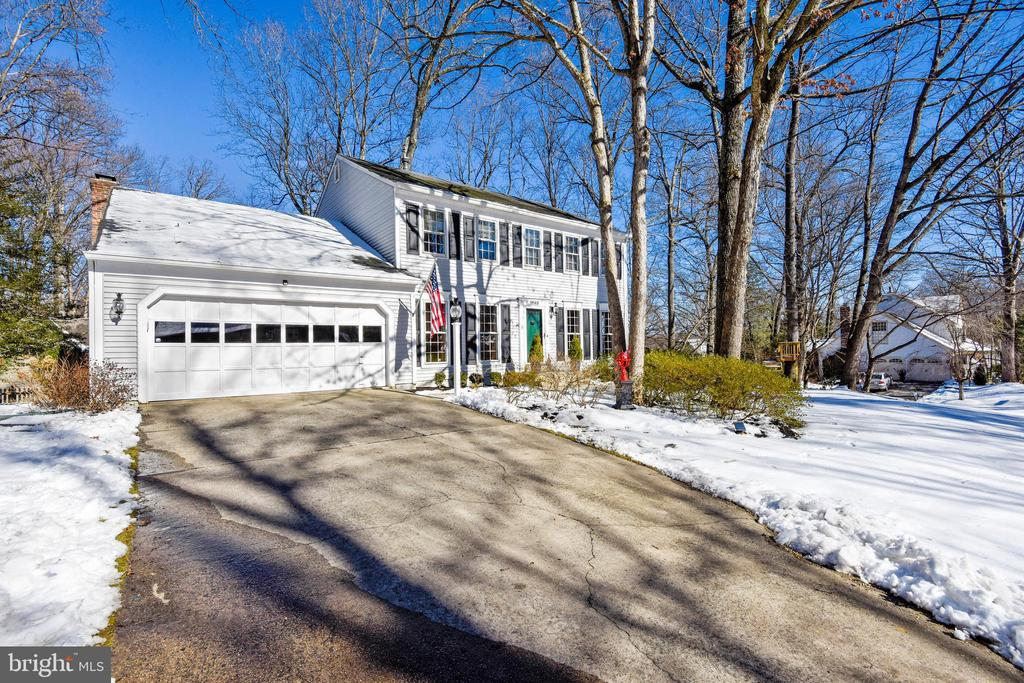 Front view and driveway - 11588 LAKE NEWPORT RD, RESTON
