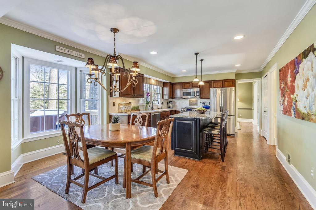 Kitchen Breakfast Room with Bay Window - 11588 LAKE NEWPORT RD, RESTON