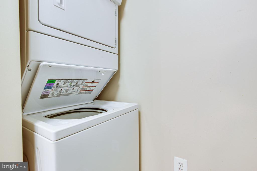 Washer & Dryer - 2791 CENTERBORO DR #285, VIENNA