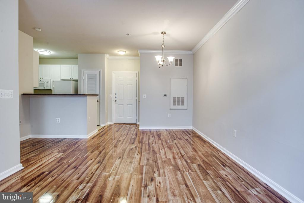 Hardwood floors! - 2791 CENTERBORO DR #285, VIENNA