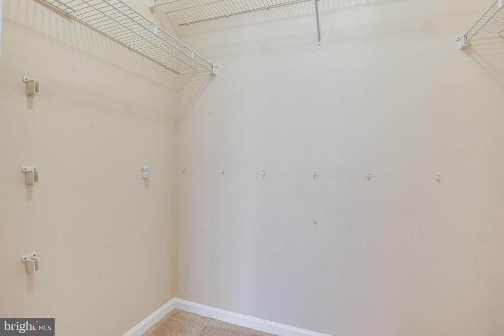 Walk-in  closet - 2791 CENTERBORO DR #285, VIENNA