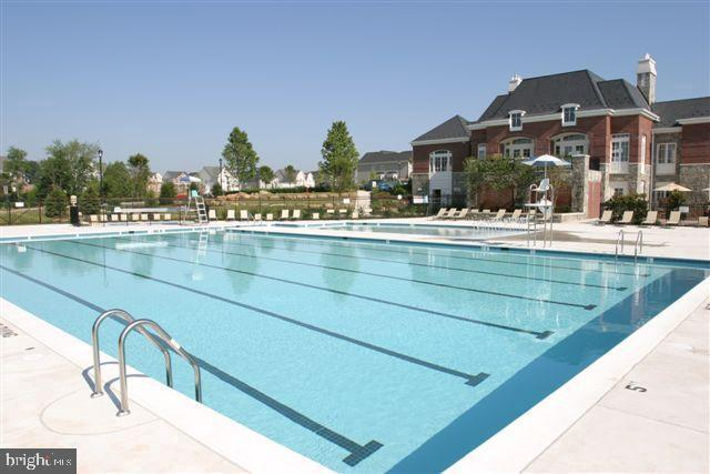 Community Pool w/Clubhouse - 42502 MILDRED LANDING SQ, ASHBURN