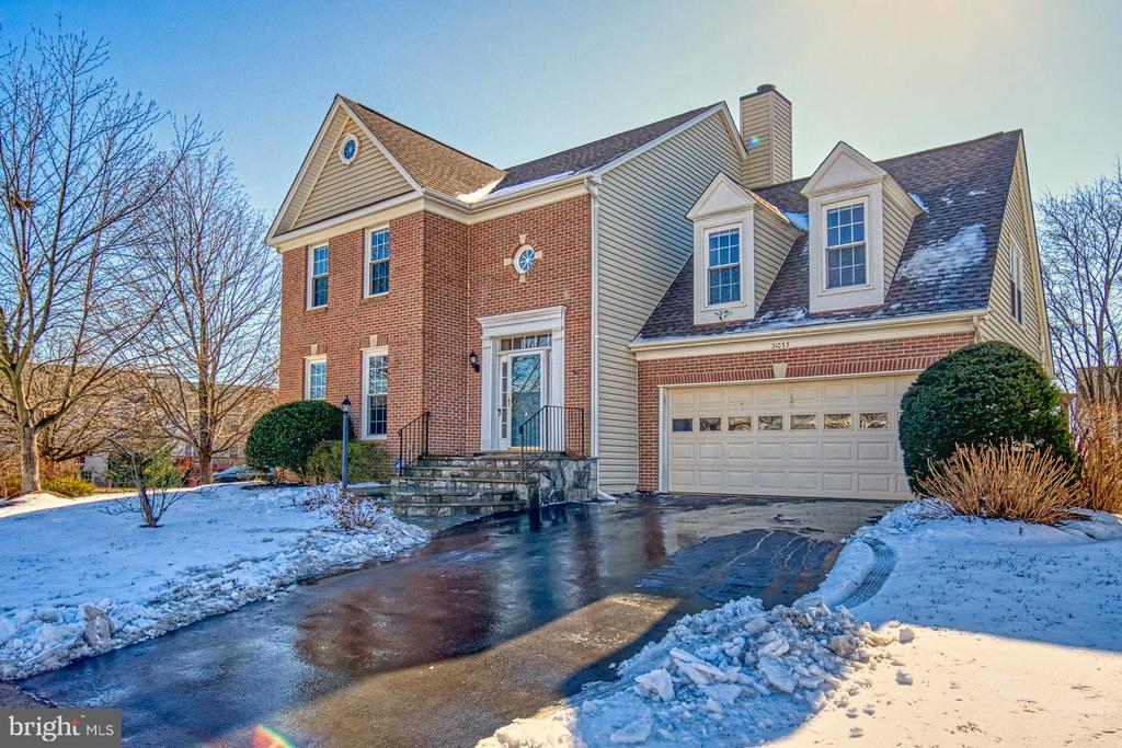 Beautiful Brick Front and Stone Stairs - 21033 FOWLERS MILL CIR, ASHBURN