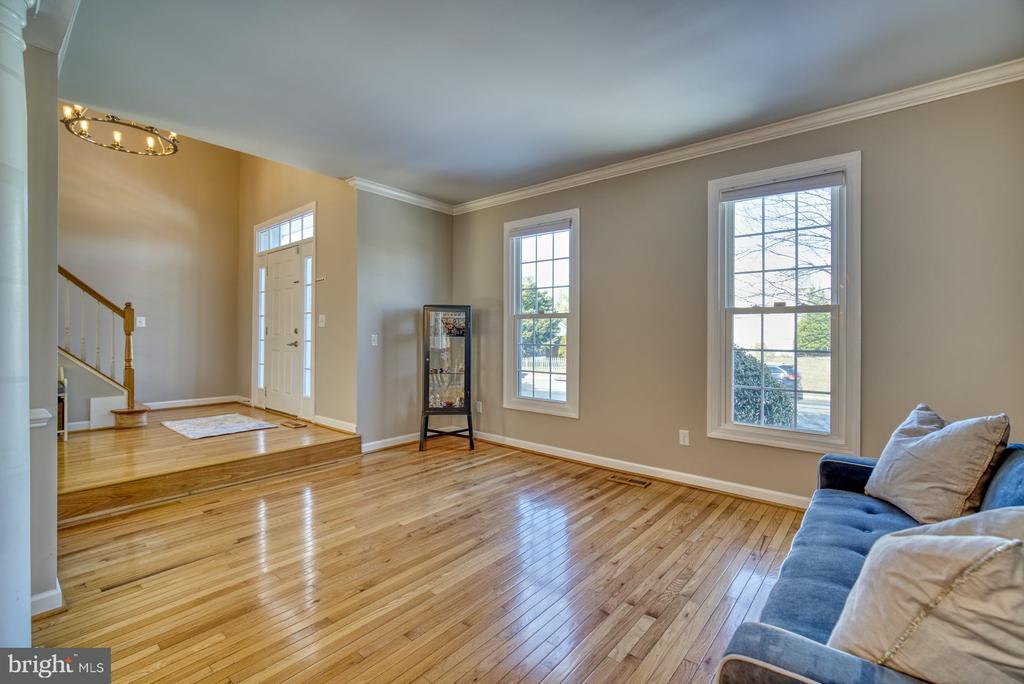 Hardwood Floors on Main Level AND Bedroom Level - 21033 FOWLERS MILL CIR, ASHBURN