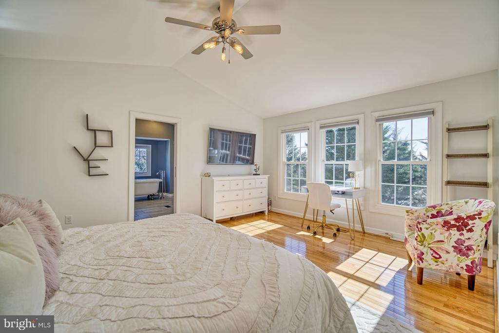 Primary Bedroom has LOTS of Natural Light - 21033 FOWLERS MILL CIR, ASHBURN