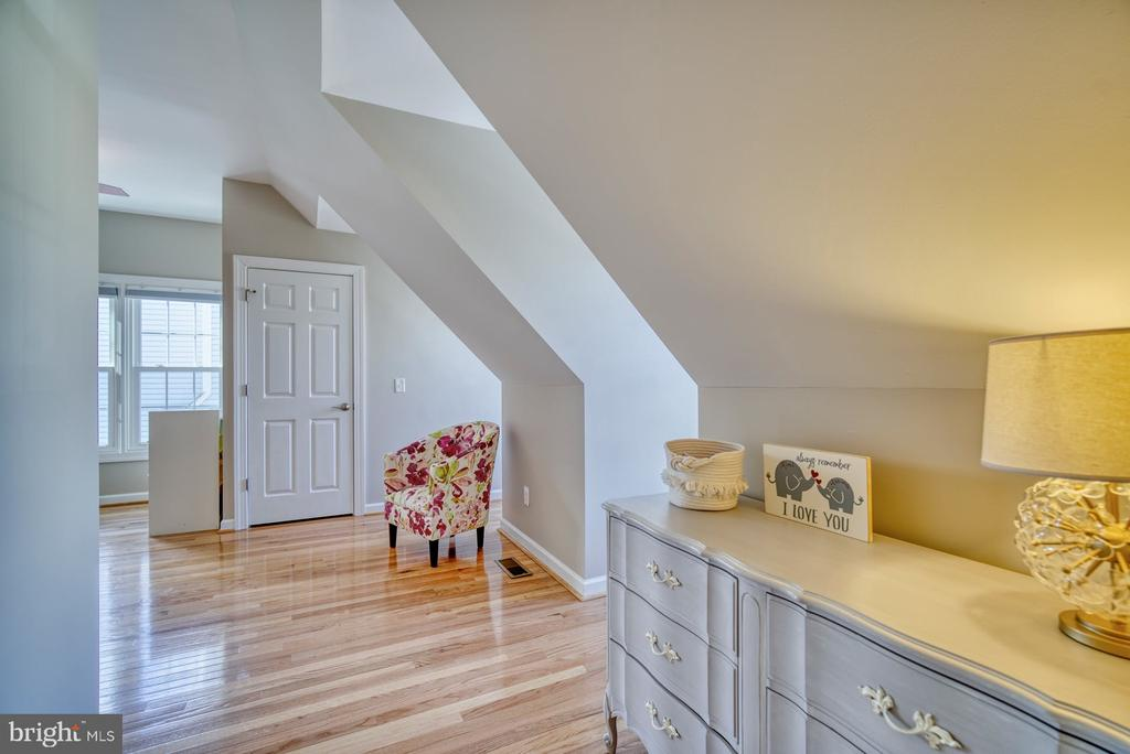Second Bedroom has an Ensuite - 21033 FOWLERS MILL CIR, ASHBURN