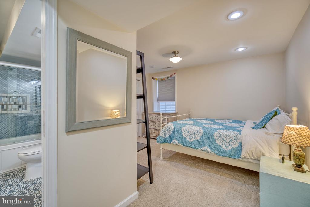 Perfect Space for Guests or Nanny - 21033 FOWLERS MILL CIR, ASHBURN