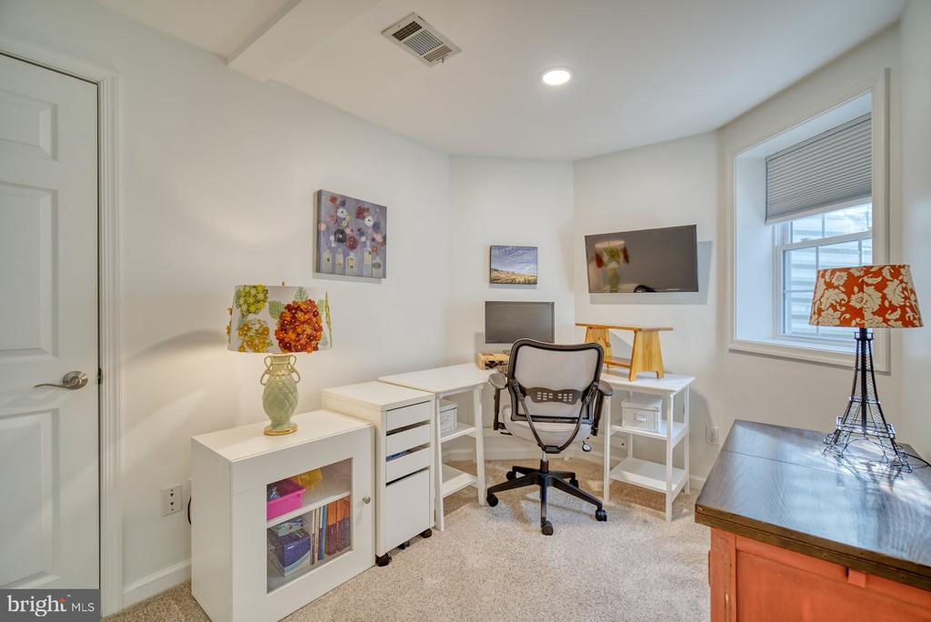6th Bedroom Perfect for a Home Office - 21033 FOWLERS MILL CIR, ASHBURN
