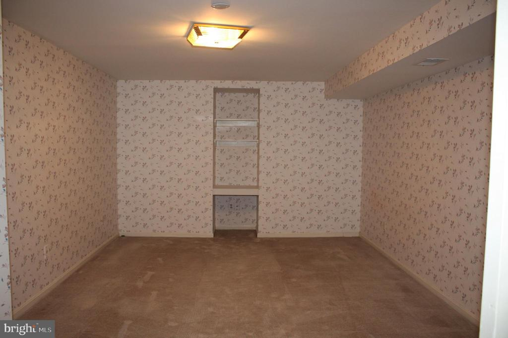 LL Room for Office, Room does not have Egress - 17800 COVENT GARDEN CT, OLNEY