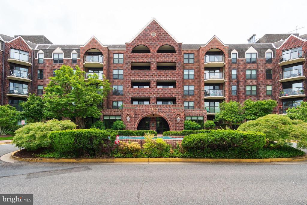 Front of Building - 2100 LEE HWY #521, ARLINGTON