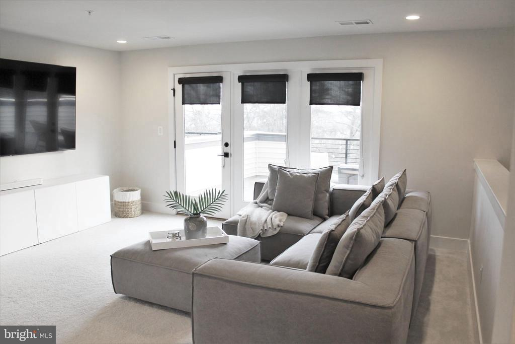 Loft w/access to Large Rooftop Terrace - 42502 MILDRED LANDING SQ, ASHBURN