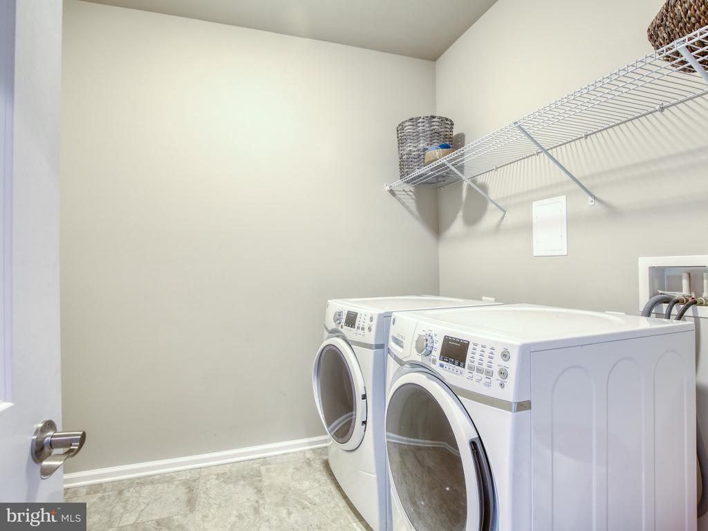 Laundry on 2nd level - 17260 CREEKSIDE GREEN PL, ROUND HILL