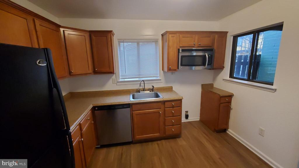 A brand New Stove will be installed this weekend - 8634 MADERA CT, MANASSAS PARK
