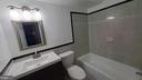Gorgeous and large Full Bathoom - 8634 MADERA CT, MANASSAS PARK