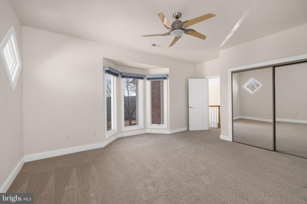 Upper Level Teen Suite with Full Bathroom - 3714 FAIRWAYS CT, FREDERICKSBURG