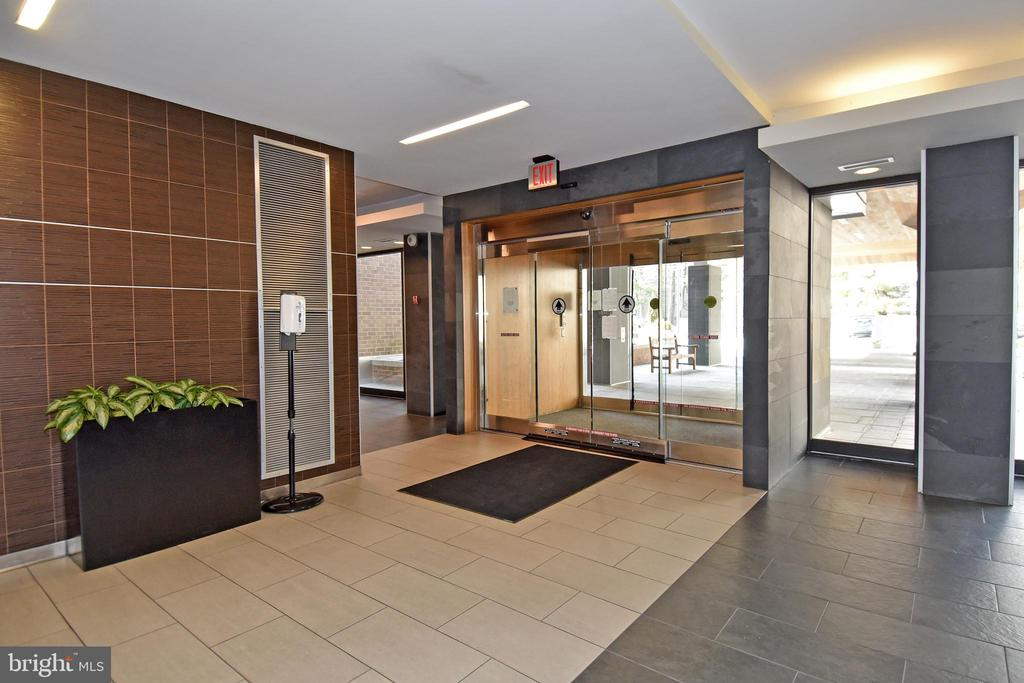 Secure Front Entrance - 2939 VAN NESS ST NW #1129, WASHINGTON