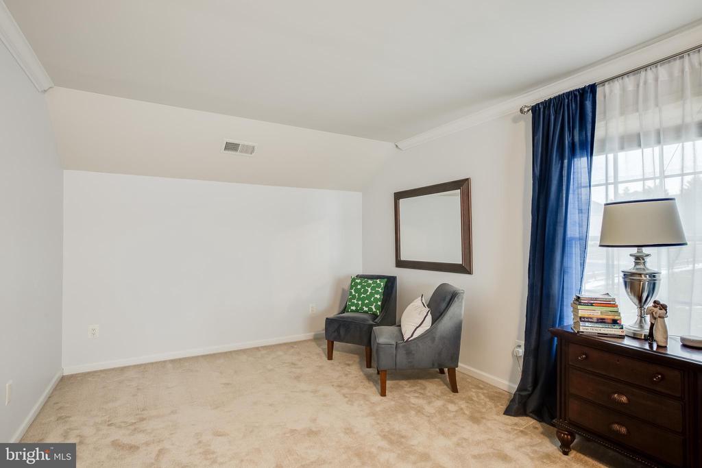 Sitting Area- Master Bedroom - 903 CRESTVIEW TER, WINCHESTER