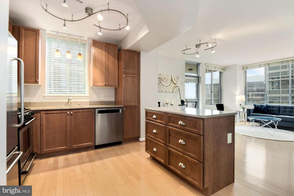 Wood Floors - 851 N GLEBE RD #819, ARLINGTON