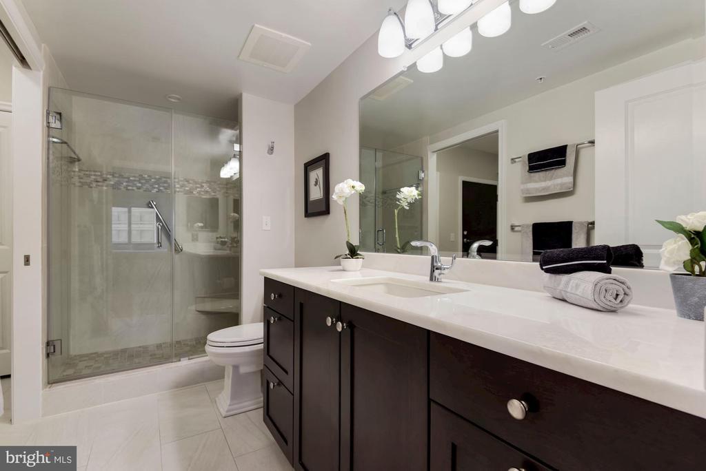 Full Bath - 851 N GLEBE RD #819, ARLINGTON